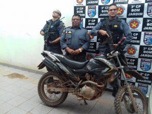 Policia recupera moto clonada em Bom Jardim.
