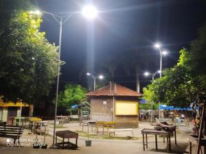 Revitalização da iluminação da praça do mercado em Bom Jardim traz mais segurança e opção de lazer