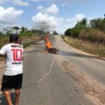 Motocicleta pega fogo na MA-318 nesta terça-feira (14/09)